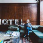 ホテルと女性